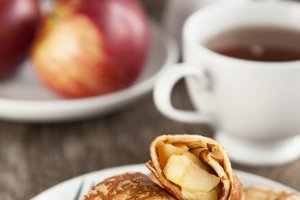 Palačinke z jogurtom in dušenimi jabolki