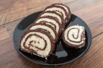 Čokoladno-kokosova rulada