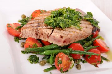 Tuna na aru s salsa verde