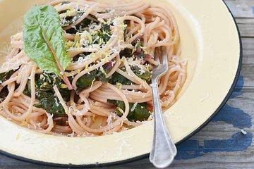 Špageti z blitvo in kozjim sirom