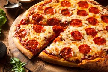 Pica s pikantno salamo