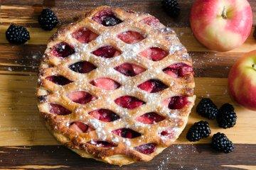 Jabolčna pita z robidnicami