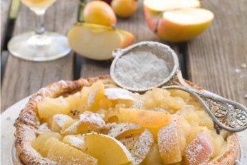 Nemška palačinka z dušenimi jabolki
