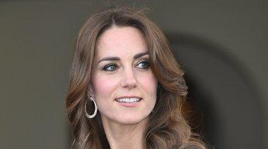 Kate Middleton v modri obleki - 2