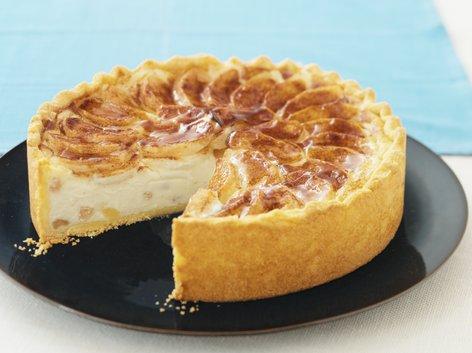 Skutni kolač z jabolki in mandlji