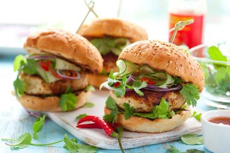 Tajski piščančji burgerji