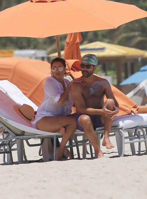 Eva Longoria na plaži z možem - 4