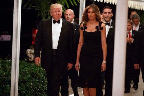 Melania Trum za novo leto v oprijeti črni obleki