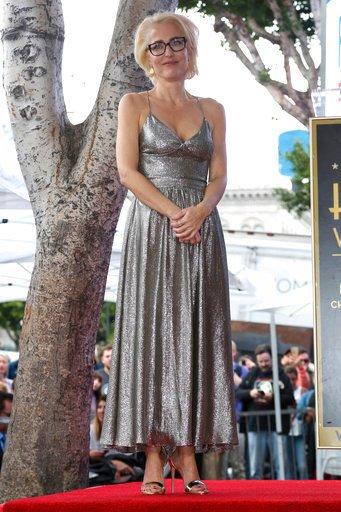 Gillian Anderson - 1