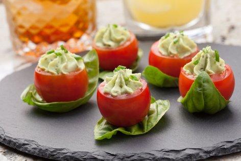 Polnjeni češnjevi paradižniki