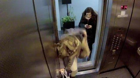 Umor v dvigalu