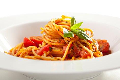 Testenine s paradižnikovo omako