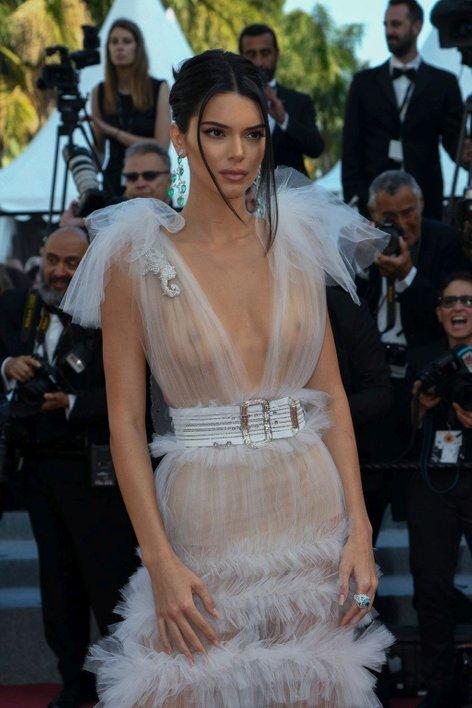Kendall Jenner v Cannesu