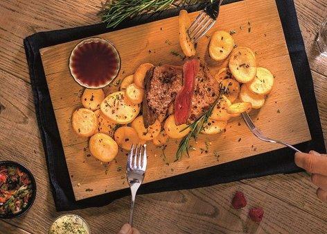 Rostbif s pečenim krompirjem