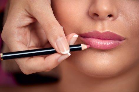 Ženska se šminka - 1