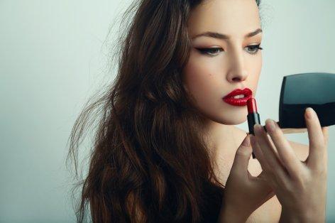 Ženska se šminka - 3