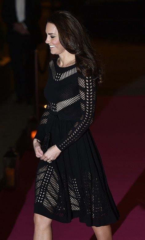 Noseča Kate Middleton v črni seksi obleki - 2