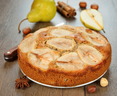 Hruškov kolač z lešniki