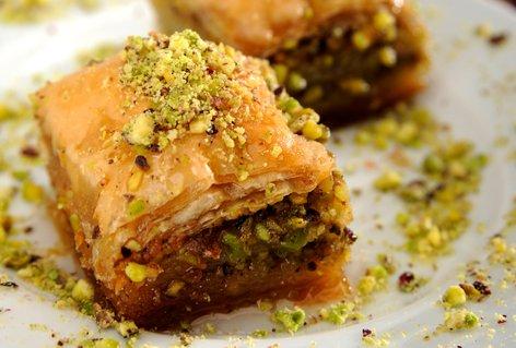 Baklava z mandlji in pistacijo
