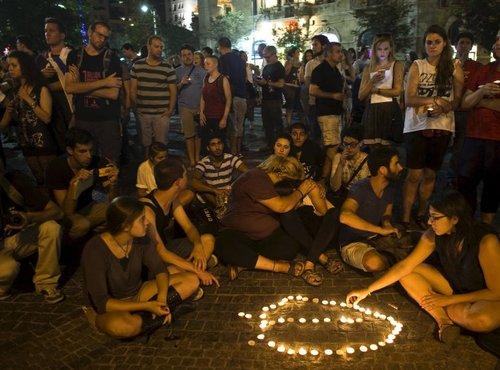 Žalna slovesnost za 16-letno žrtev napada