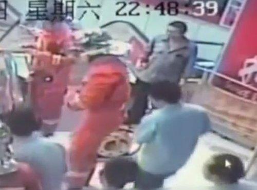 Nesreča na tekočih stopnicah na Kitajskem