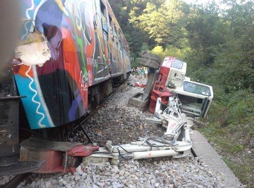 Potniški vlak trčil v bager - 5
