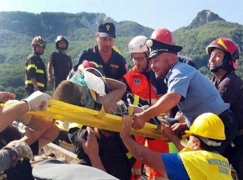 Reševanje po potresu v Italiji