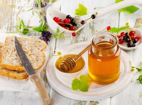 Med na kruhu