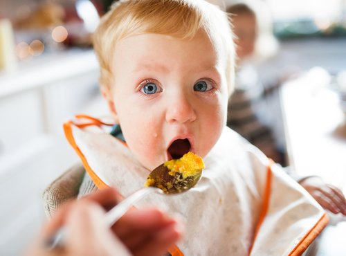 Otrok pri obroku