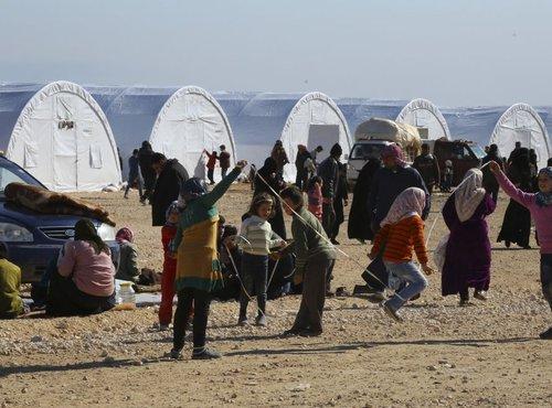Begunci pred turško-sirsko mejo