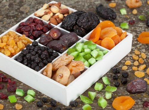 oreščki in suho sadje