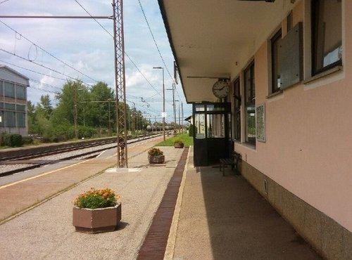 Železniška postaja Rače