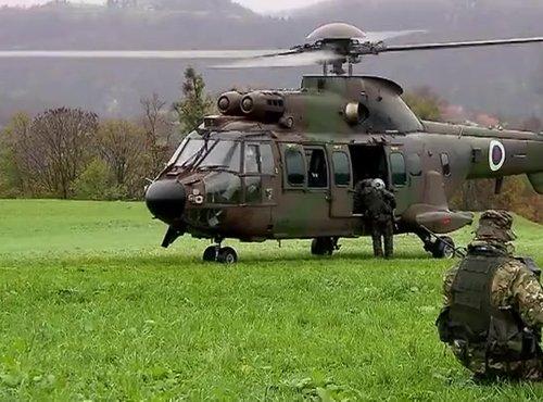 Vojaški helikopter