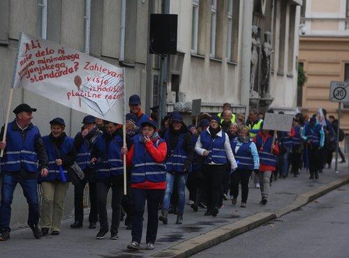 Protestni shod zaposlenih v javnem sektorju z najnižjimi plačami - 25