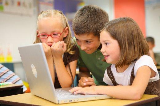 Otroci pred računalnikom