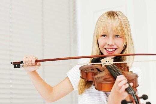 Deklica z violino