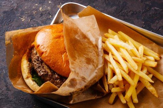 Hamburger in pomfri