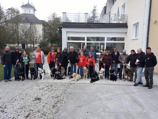Miha Srebrnjak na srečanju psov vodičev v Okroglem