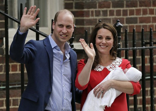 William in Kate z novorojenim sinom