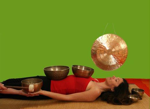 Zvočna masaža s himalajskimi posodami