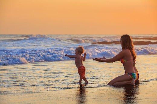 Mama na plaži