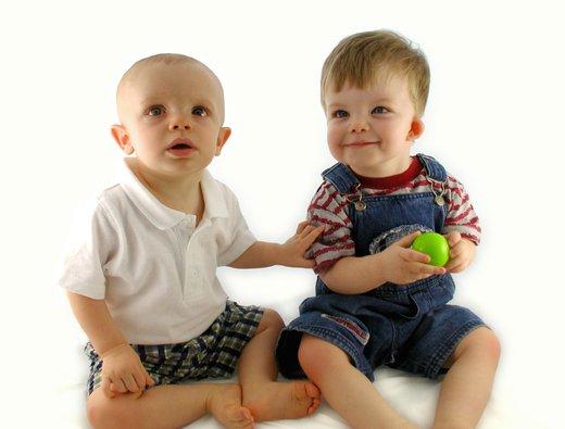 Dva dojenčka