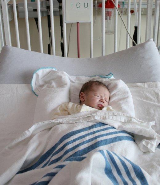 Dojenček na intenzivni negi