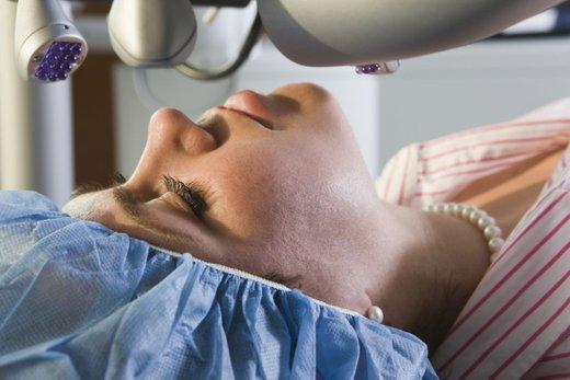 Med operacijo oči