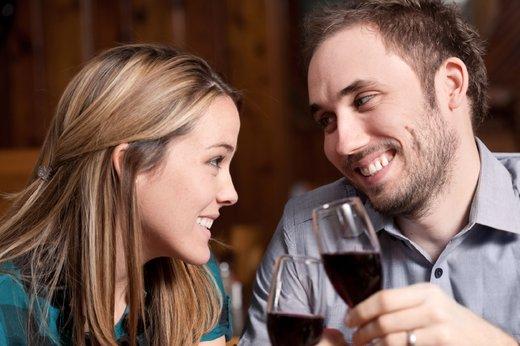 Par nazdravlja z vinom