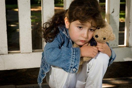žalostna deklica