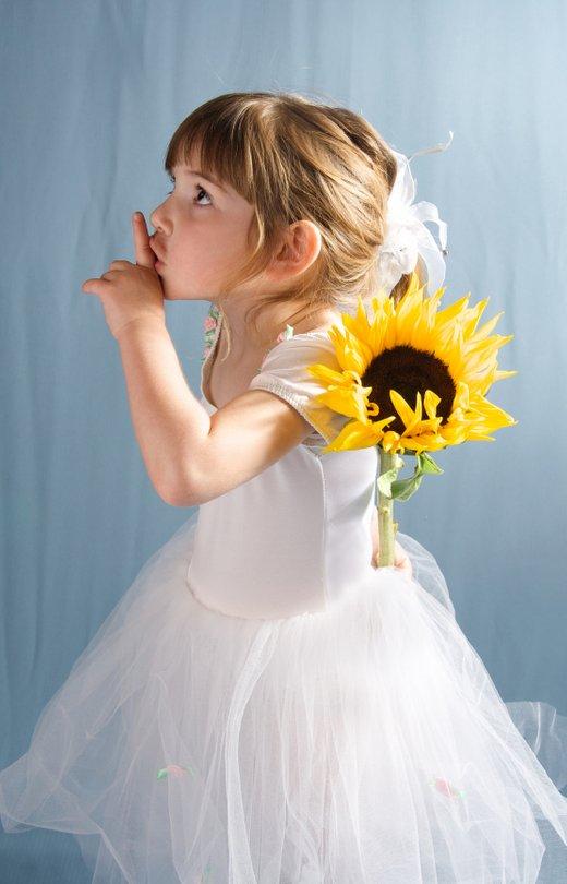 Deklica s sončnico