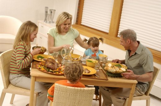 Družina večerja
