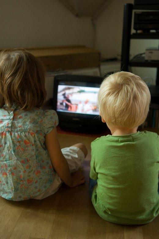 otrok pred televizijo