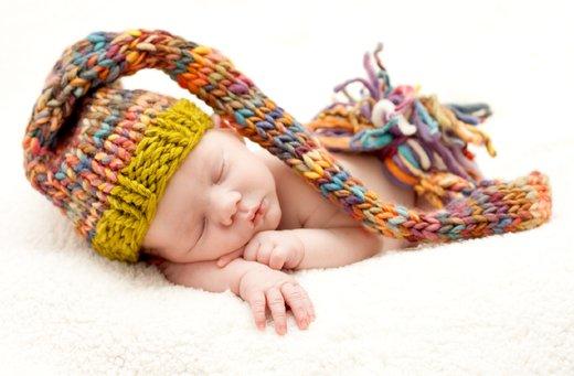 Speči dojenček s kapico
